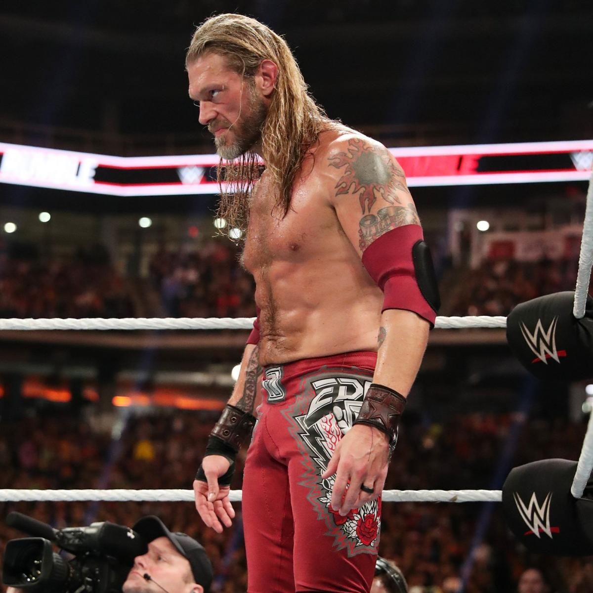 Photos Edge Returns Lesnar Dominates And Mcintyre Survives In