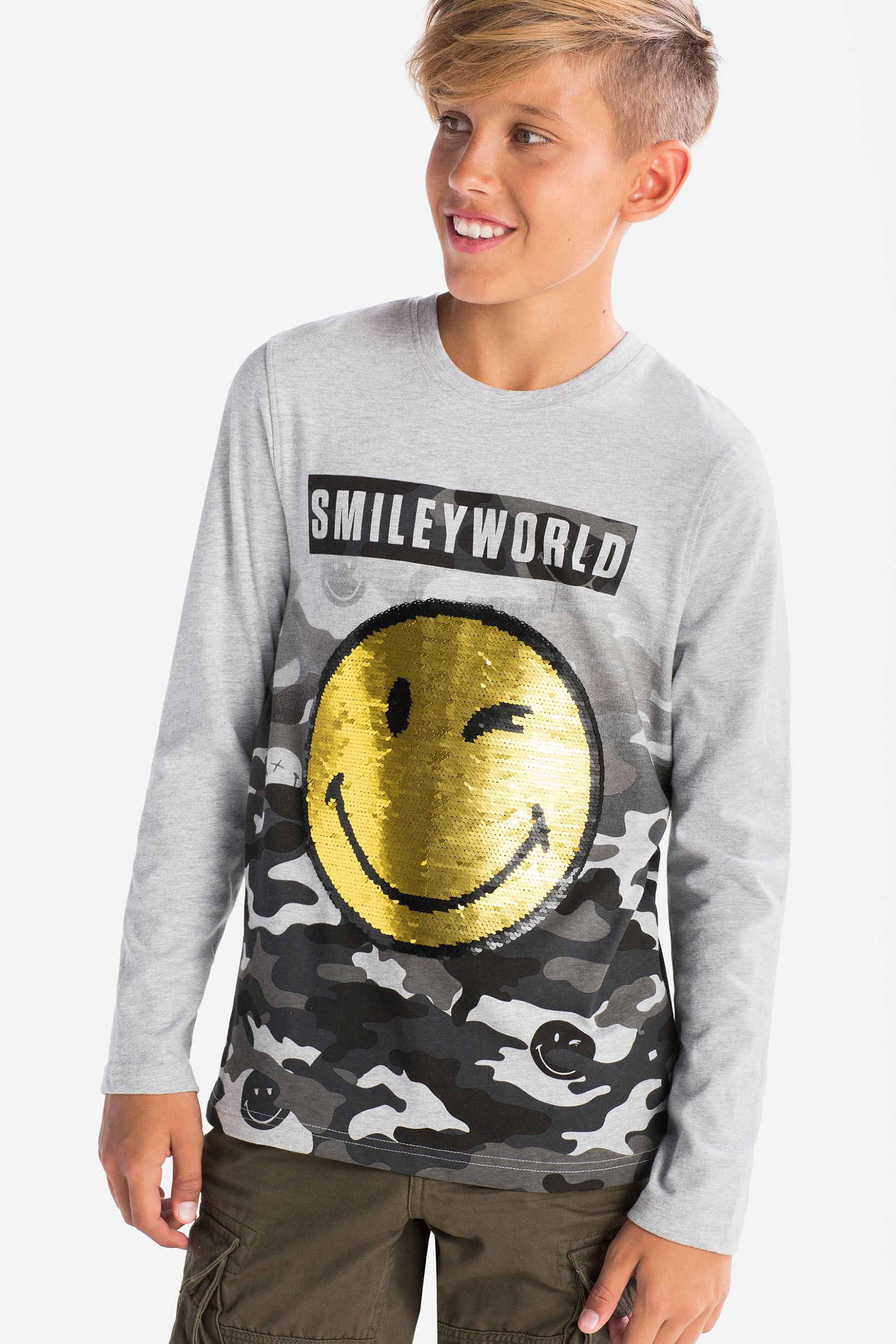 3eca364c3 Smiley World - long sleeve T-shirt - shiny – comfy fashion, great prices |  C&A