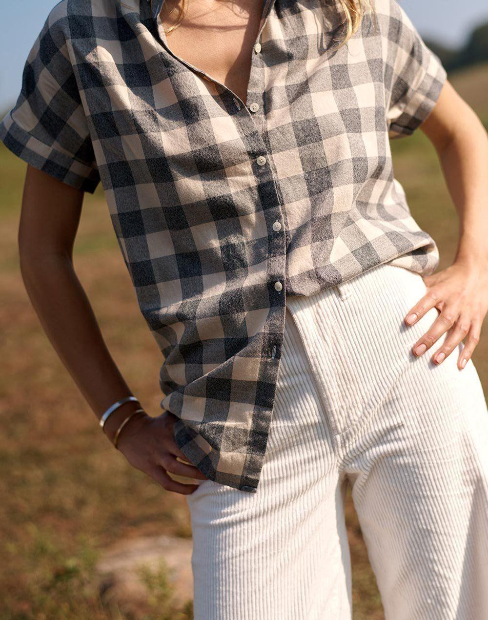 366983adc8d madewell central shirt worn with emmett wide-leg crop pants.