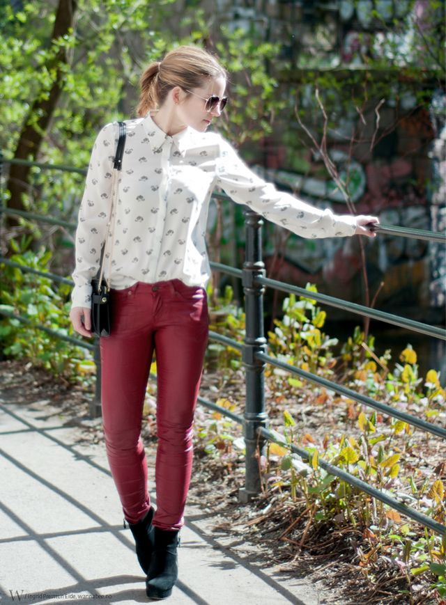 #fashion #look. Outfit with red leather pants