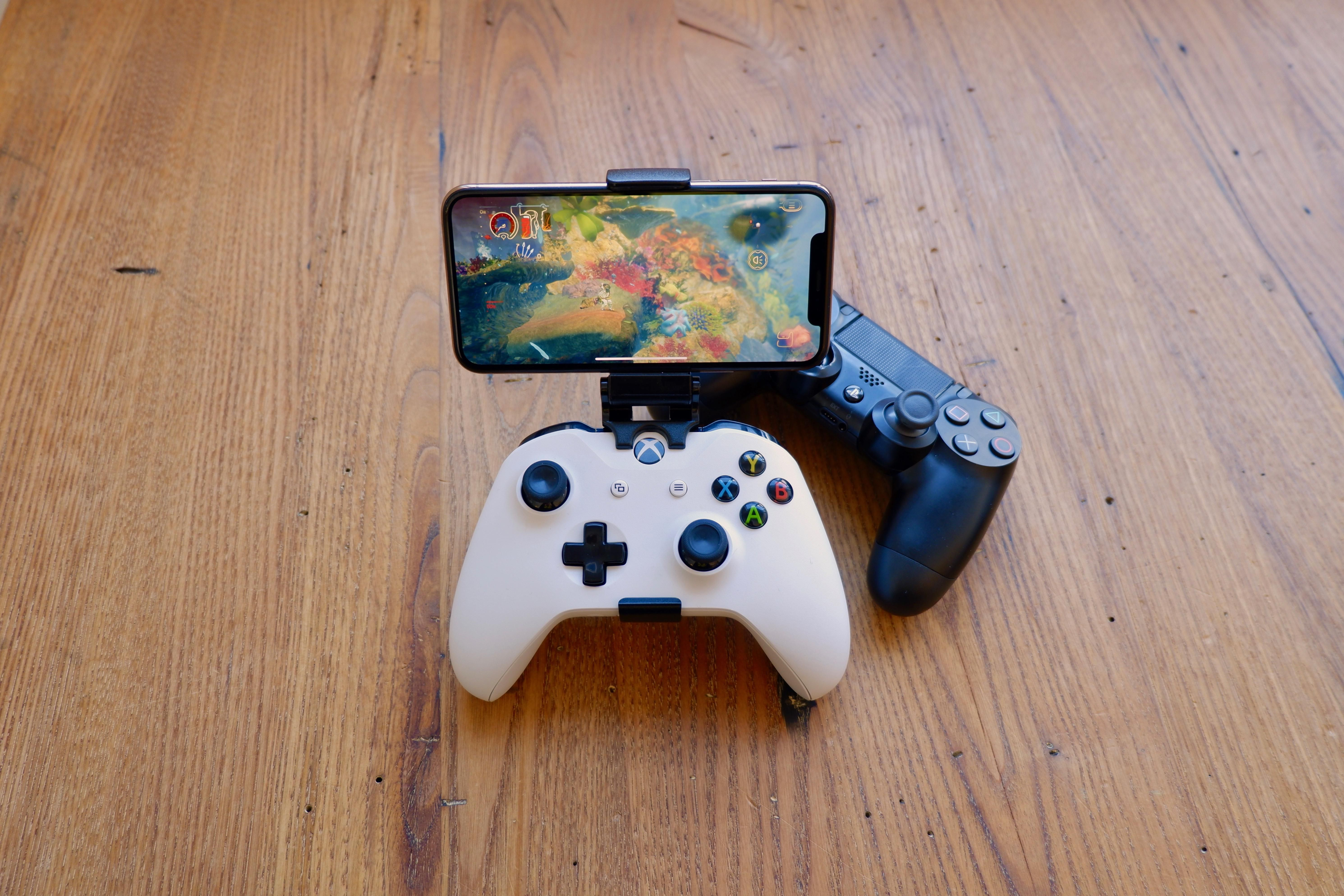 Engage in online games on your Iphone, iPad and Apple