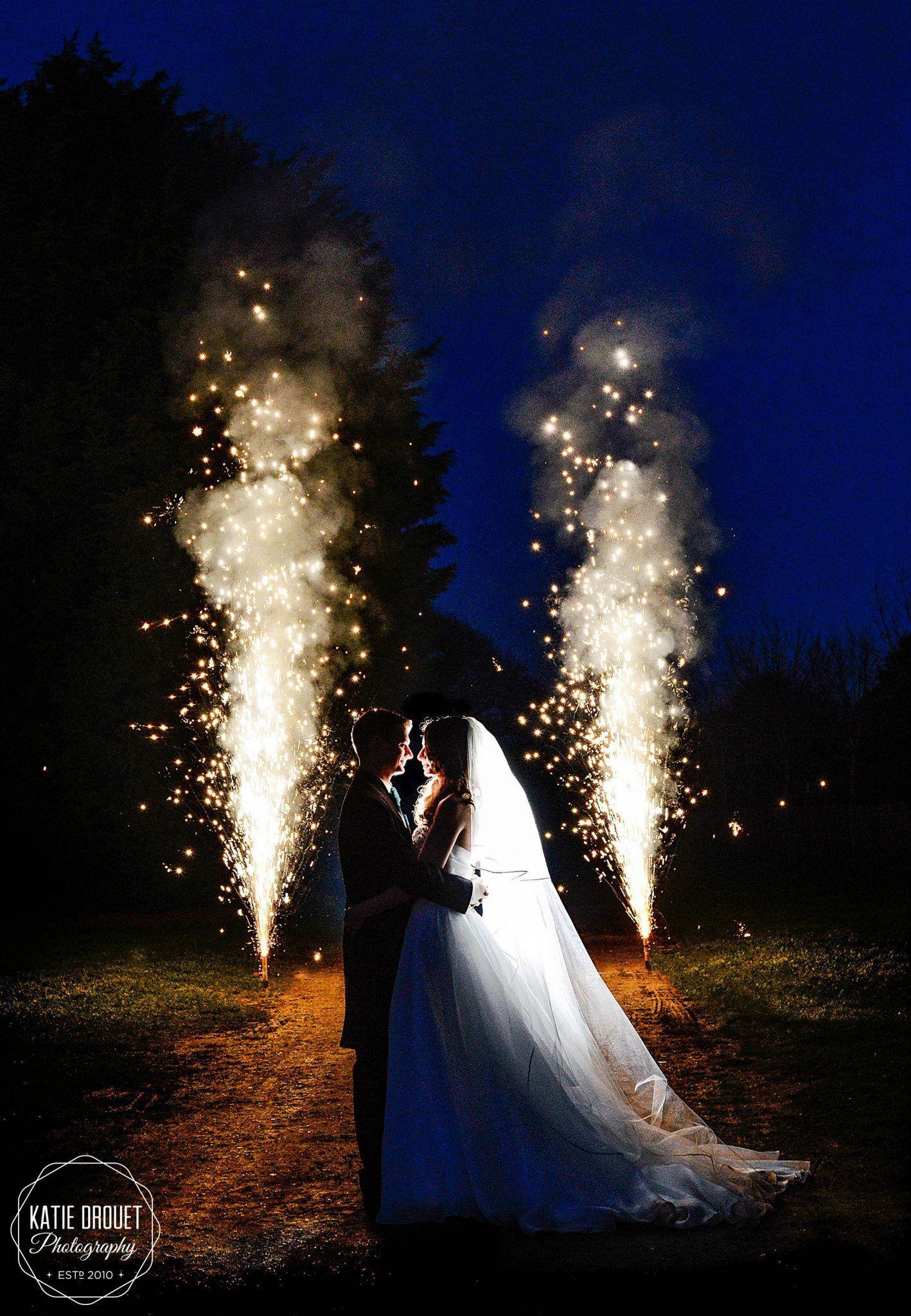 Pin By Sydney Tai On Wedding Day Night Wedding Photography Wedding Fireworks Night Time Wedding