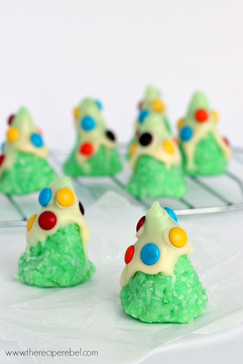 No-Bake Christmas Tree Cookies: SO easy, just a few ingredients ...