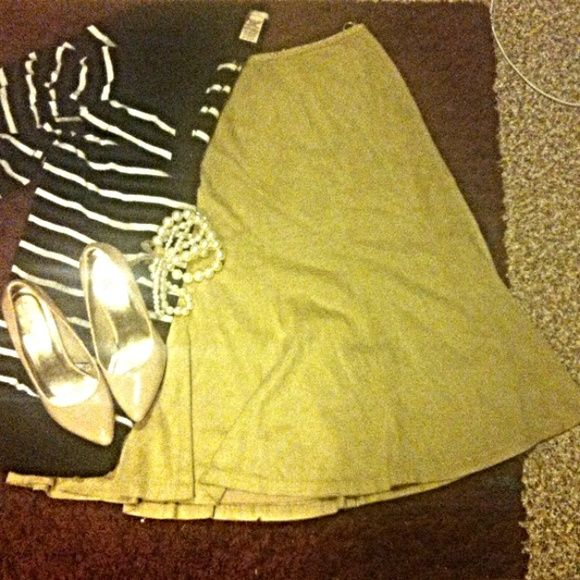 TALBOT Skirt Tan Talbot skirt in GREAT condition! Beautiful skirt! Suede like material great for fall & winter! ✨ Talbots Skirts