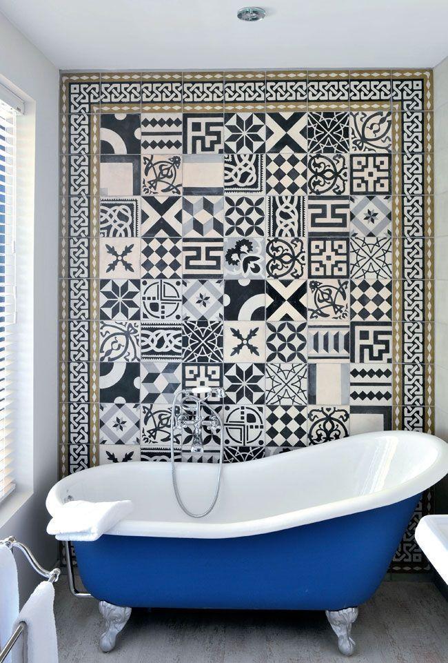 Une salle de bain en carreaux de ciment | Carrelage de ciment ...
