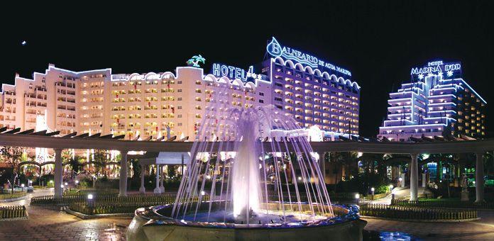 De Izquierda A Derecha Los Hoteles Marina D Or 3 5 Y4 Oropesa Del Mar Castellón España Hoteles De Playa Hoteles Hotel 3 Estrellas
