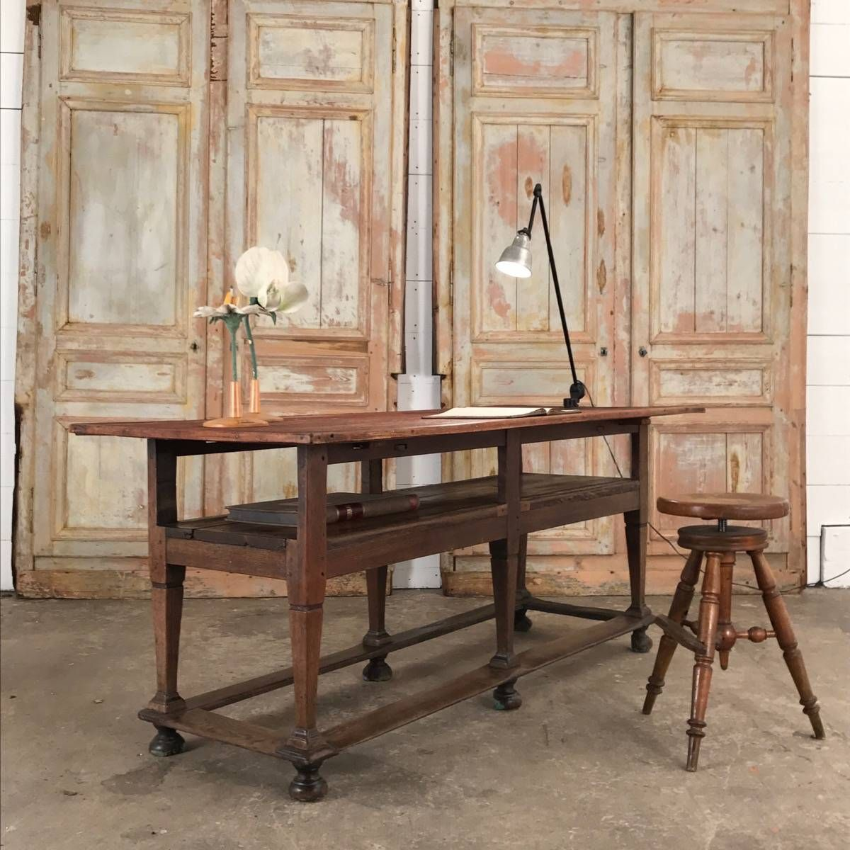 Curious Nice Shop Table Objet