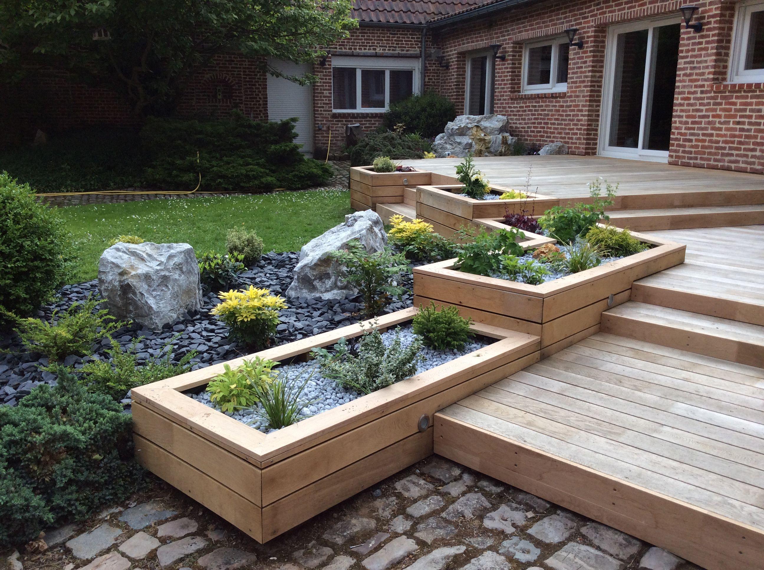 Am nagement paysager autour d 39 une terrasse en ch ne et d - Amenagement bassin de jardin ...