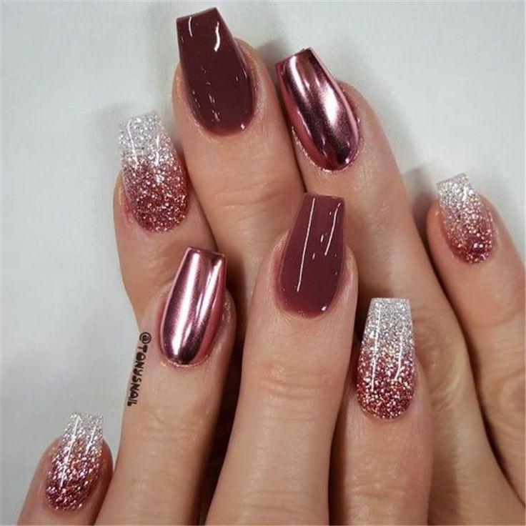 Belle couleur ongles rouge bordeaux avec des dessins pour la saison d'automne; Clou de Bo... Be