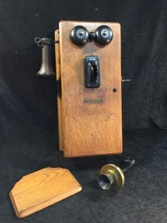 STROMBERG CARLSON MODEL 896 WALL MOUNTED TIGER OAK CASE TELEPHONE WITH HANDCRANK AND GUTS NEEDS A LITTLE TLC SHOWS BIT OF DAMAGE PART CRANK