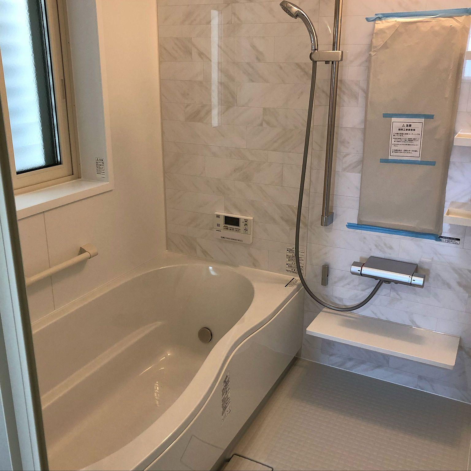 バス トイレ リクシルのお風呂 アライズ 組石ホワイトのインテリア実例