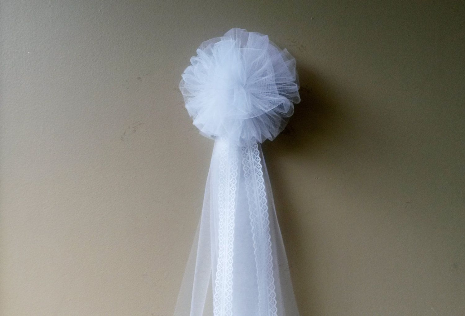New to DarlingChicBowtique on Etsy: White Tulle Pew Bow Pom Tulle Pew Bow Wedding Pew Bow  Bridal Shower Bow Anniversary Bow Wreath Stair Door Mailbox Church Decoration (7.00 USD)
