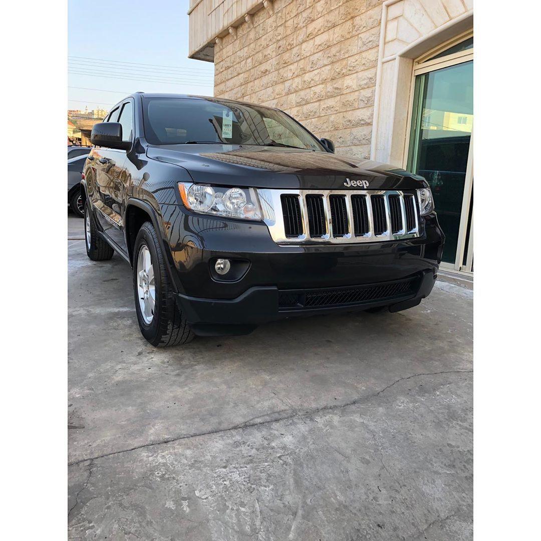 Jeep Grand Cherokee Laredo black grey 2011, black on black
