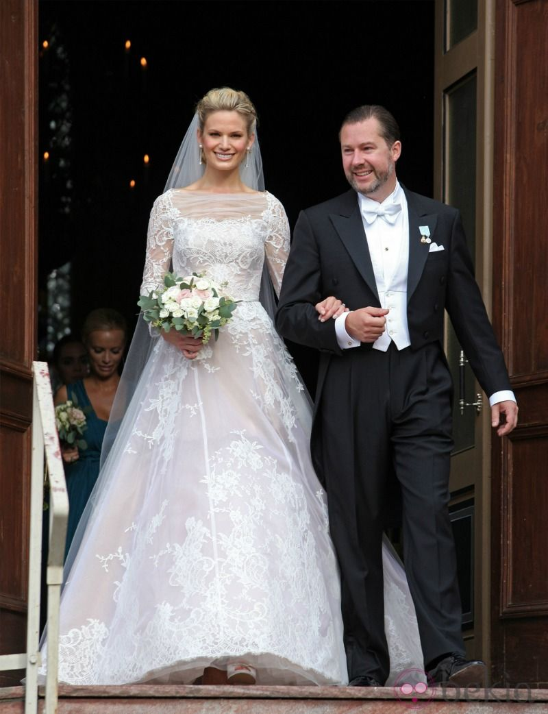 Swedish Royal Family attended wedding of Vicky Andren and Gustaf Magnuson (King Carl Gustaf's godson and son of Princess Christina and Tord Magnuson) at the Ulriksdal Palace Chapel in Stockholm.