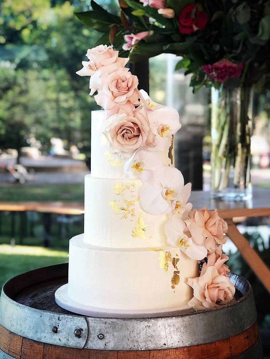 32 Jaw-Dropping Pretty Wedding Cake Ideas - Wedding cakes #weddingcake #cake #nakedweddingcake