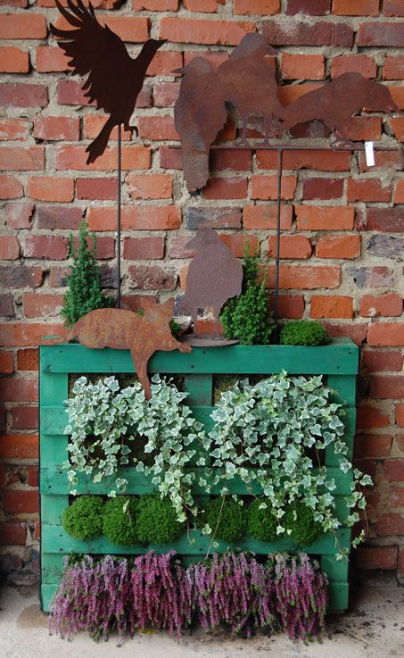 DIY Vertical Garden   LOVE This!