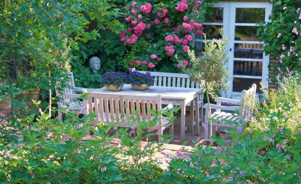 10 tolle deko ideen f r den landhausgarten deko ideen bauerngarten und ppiger garten. Black Bedroom Furniture Sets. Home Design Ideas