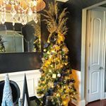 Dining room tree. #christmasTREE #christmas2015 #ChristmasHomeTour #GaythaStewart #GaythaChristmas #blackandgold