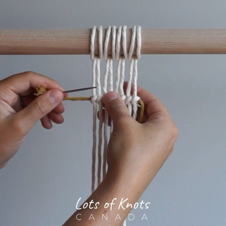 DIY Macrame Tutorial - How To Tuck In Your Ends When Tying Double Half Hitch Knots! - YouTube #macrame