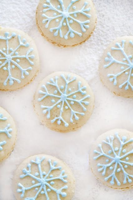 Epicurean Mom: Snowflake Macarons filled with Vanilla White Chocolate Ganache