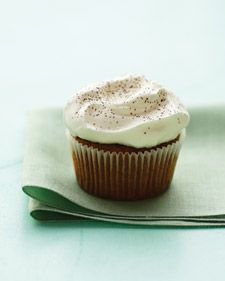 Irish Coffee Cupcake: Mmm espresso, brown sugar and cream cheese frosting laced with whiskey. Yes, please.