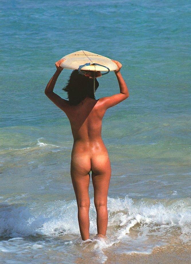 girls-nude-surfing