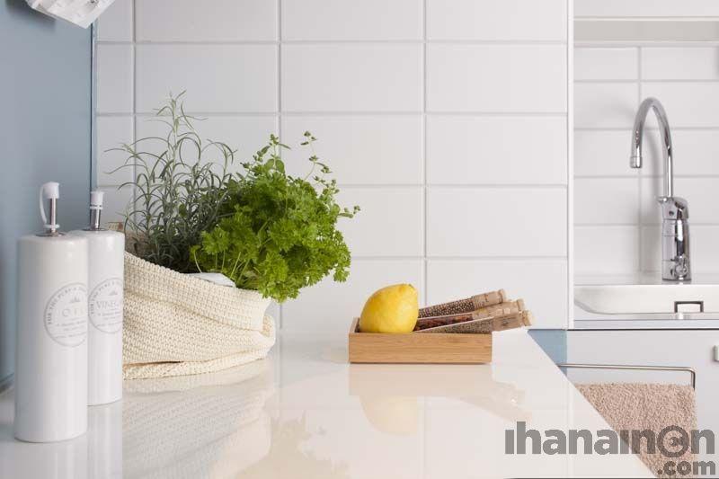 Ihanainen.com sisustussuunnittelu. Maininki-kodin tunnelmaa. #kitchen #herbs #sisustussuunnittelu #sisustus #tampere