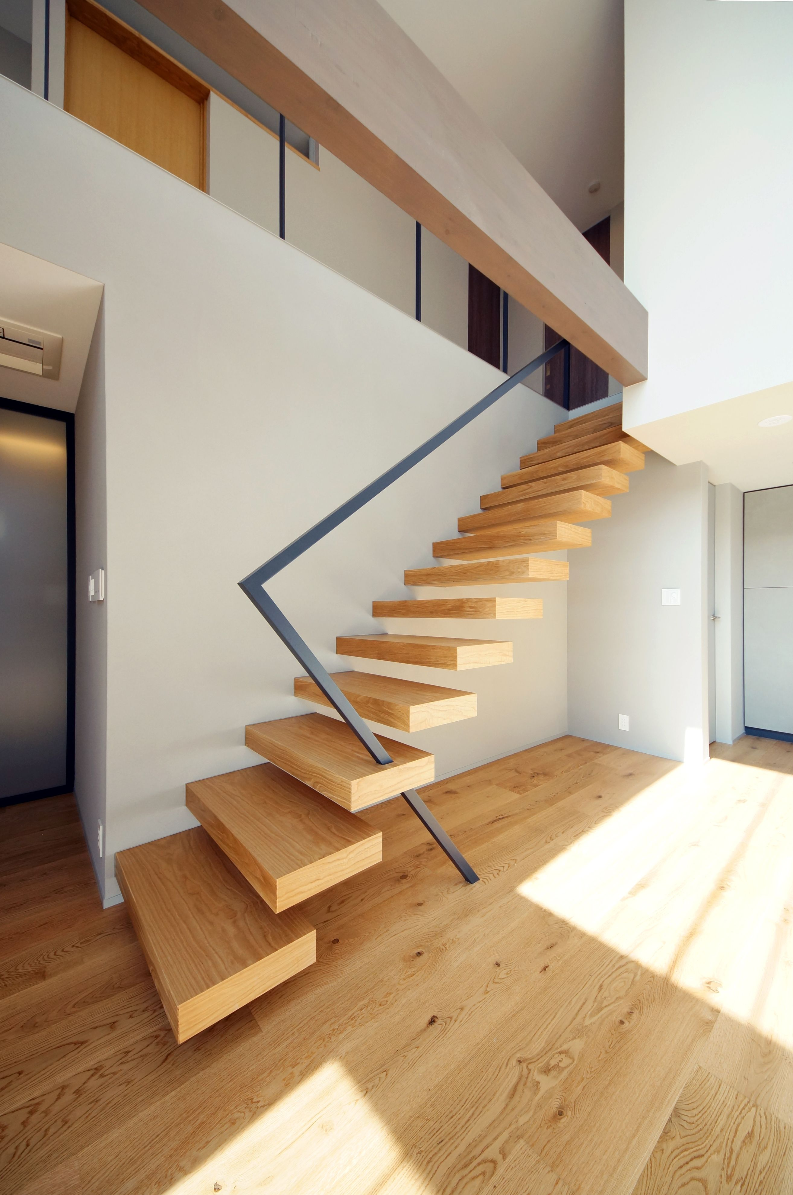 Best Minimal Stairs ミニマルな構成の階段【2019】 モダンステアケース、階段の設計、住宅建築デザイン 400 x 300