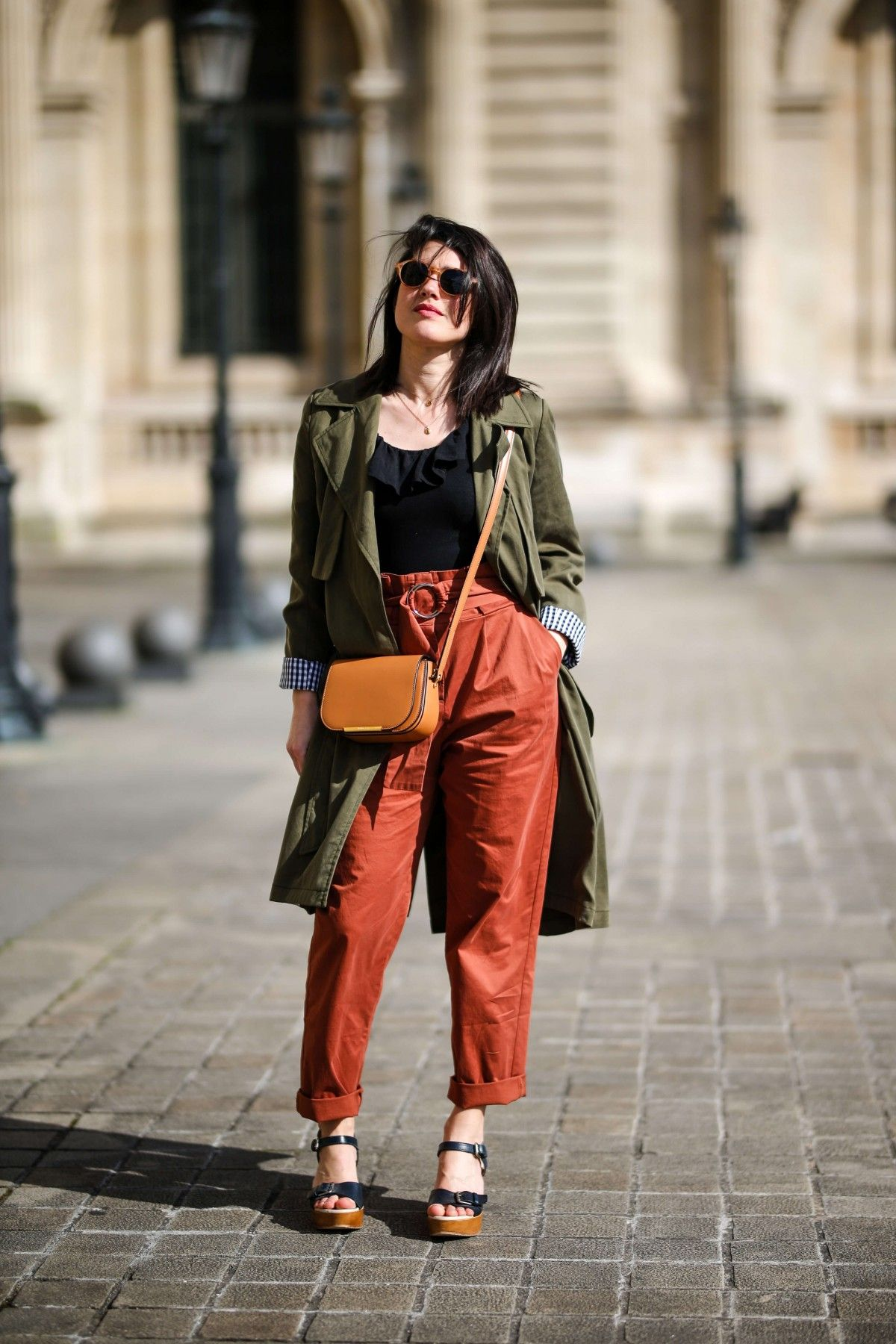 e1cdbfa0d748 street style Paris look terracotta   pantalon rouille Mango