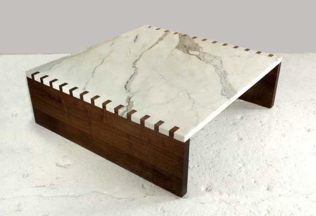 Mesa com encaixe lateral