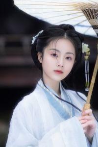 章樂韻唯美古風漢服寫真圖片 in 2020 | Asian beauty girl. Geisha makeup. Beautiful costumes