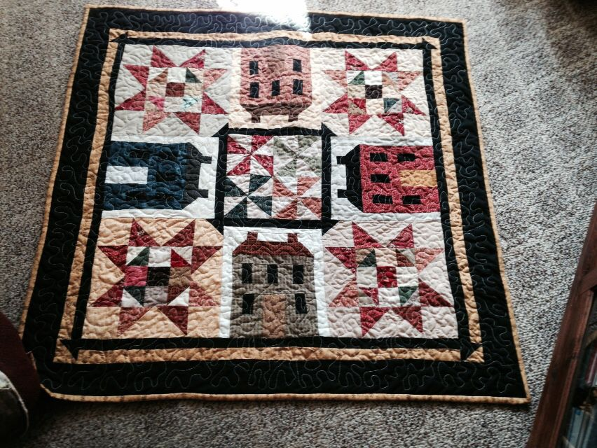 Salt box wall quilt or table topper. Www.woodenangelprimitives.com