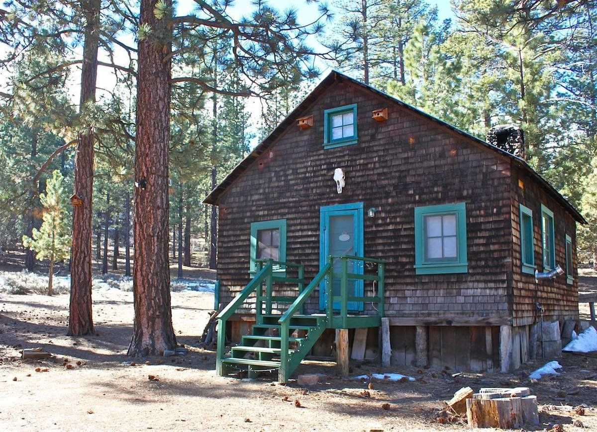 Love Old Houses These Are The Airbnbs For You Big Bear City Rustic Cabin Secluded Cabin