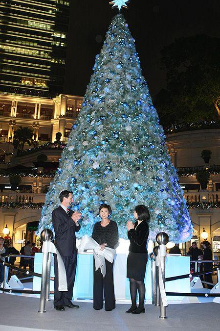 Tiffany And Co S Christmas Tree In Hong Kong Christmas Wonderland Magical Christmas Blue Christmas