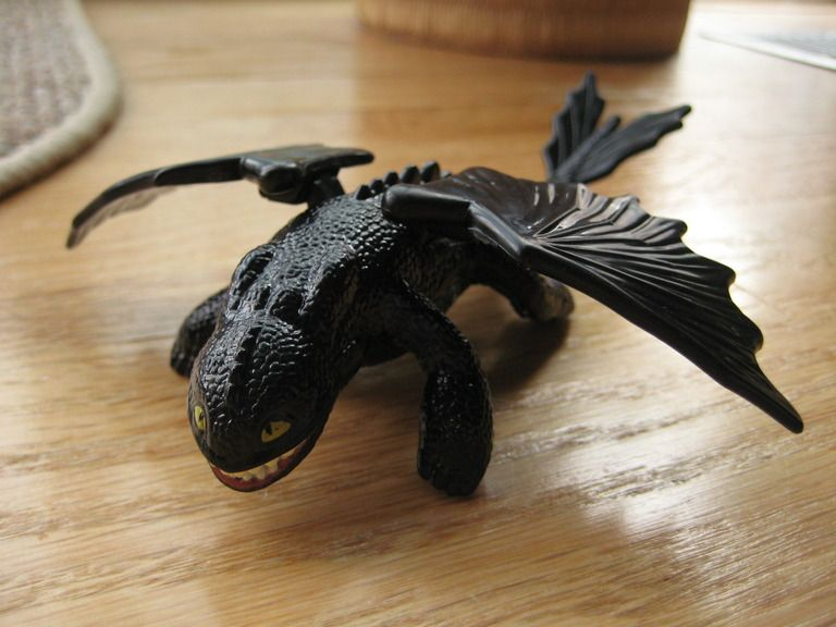 Toothless dragon toys How+to+train+your+dragon+toothless+toy - new how to train your dragon screaming death coloring pages