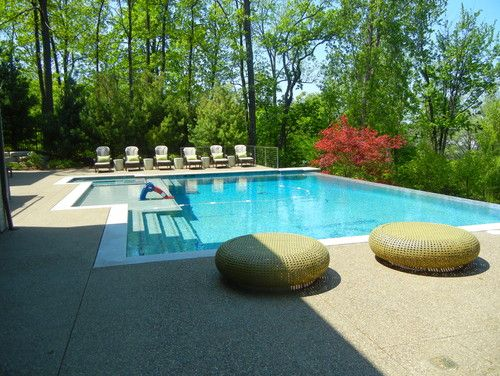 Love this pool. the large platform and the infinity, yes please!