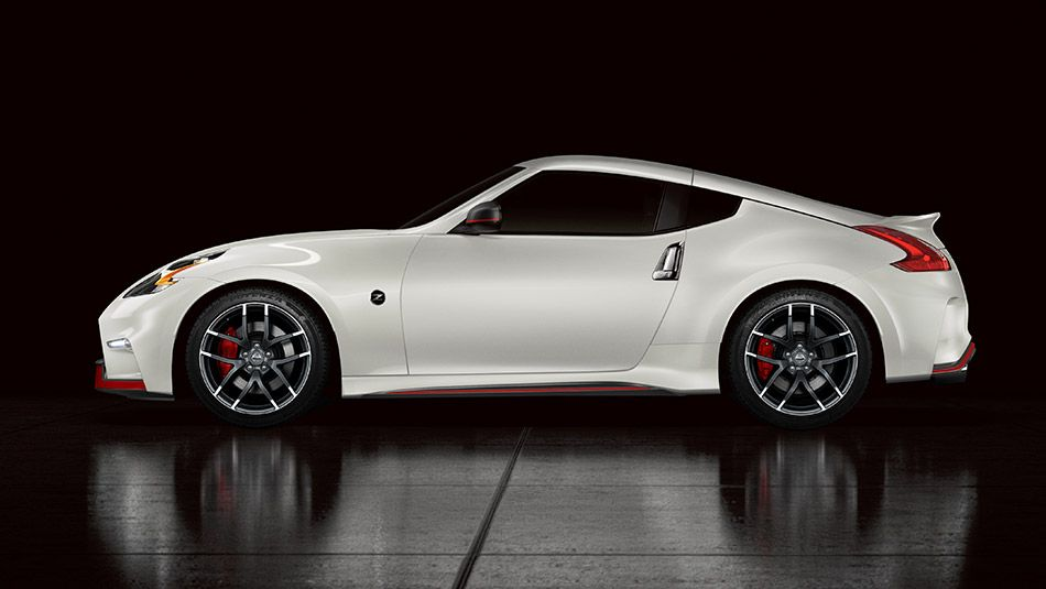 Nissan 350z 2015 >> 2015 370z Coupe Nismo Shown In Pearl White The Nissan