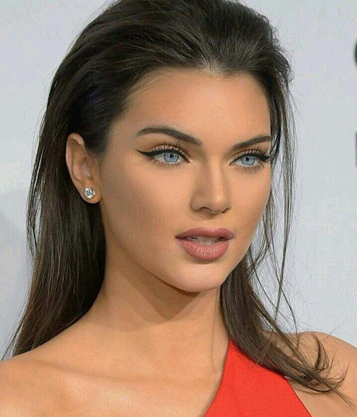 Lluvia de ideas peinados para vestido rojo Fotos de cortes de pelo Ideas - Mirada ojos fotoshop | Belleza de cara, Maquillaje para ...
