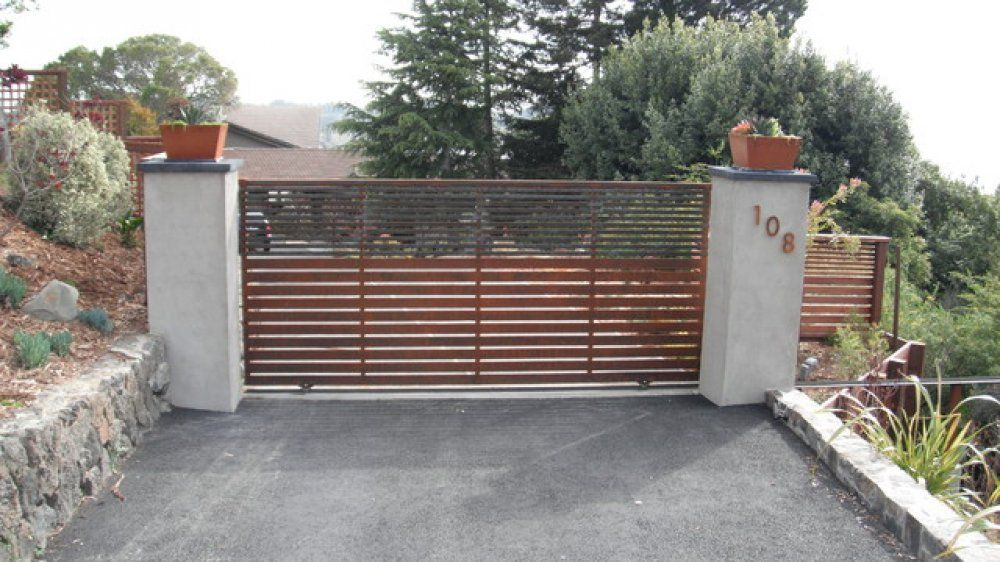 Here S A Contemporary Driveway Gate With Horizontal Wood Rails