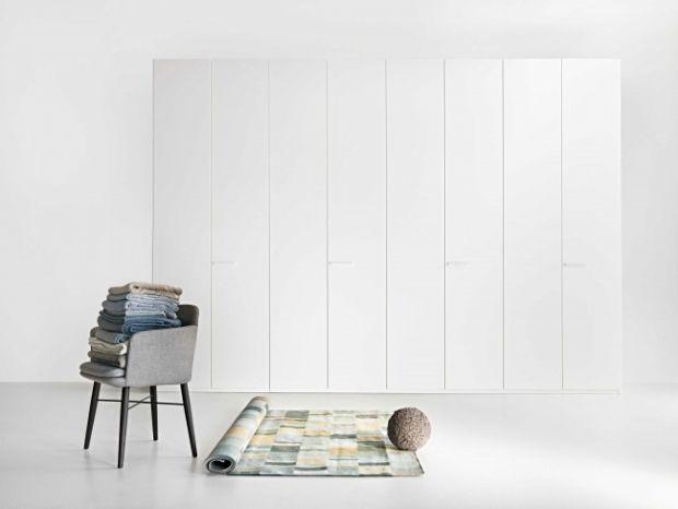 Kleiderschrank design  weiß kleiderschrank-design puristisch-ohne griffe-drehtüren ...