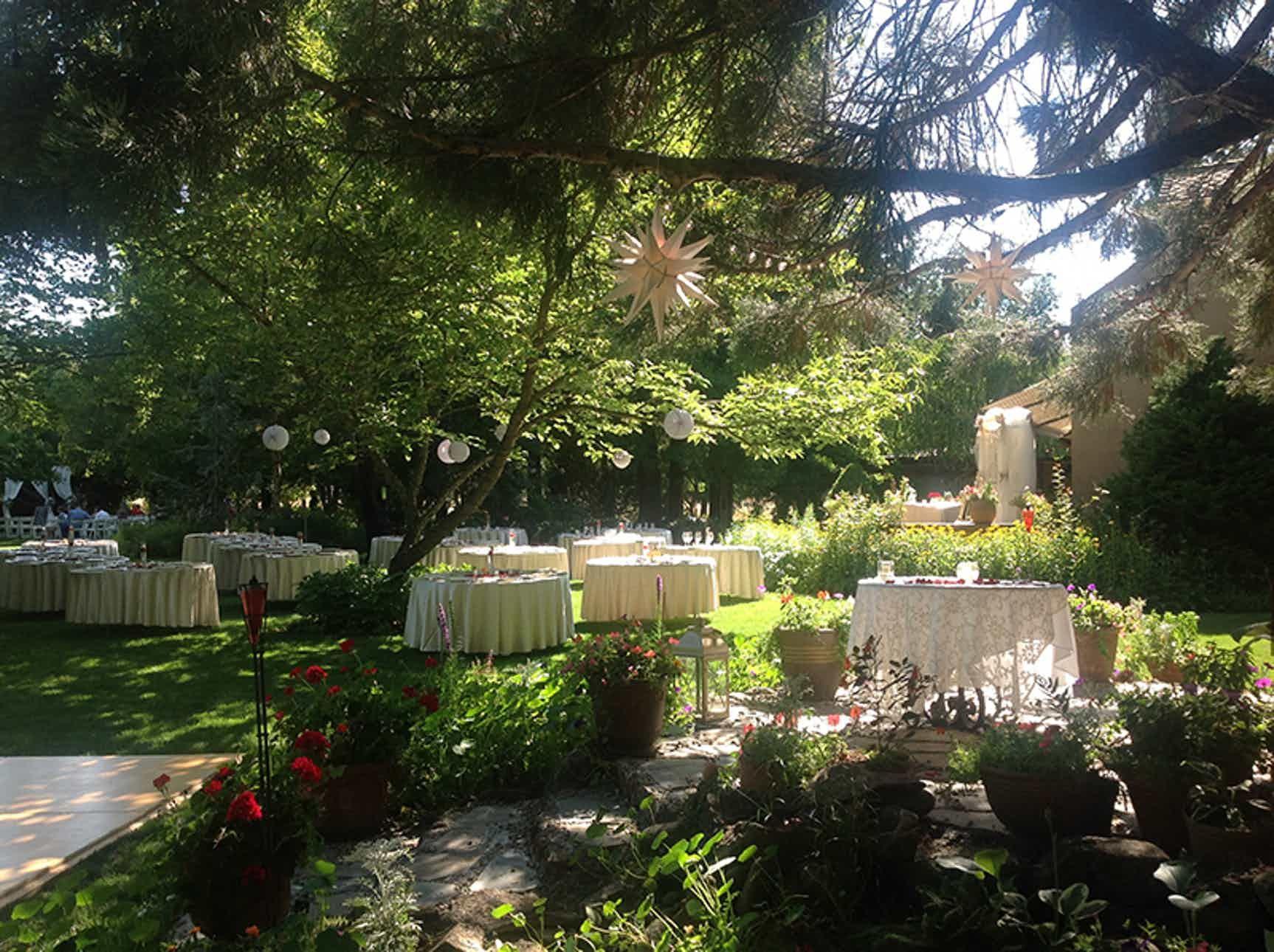 Wisteria Gardens Weddings Southern Oregon Medford Wedding Venue Wedding Venues Oregon Wisteria Garden Wedding Venues
