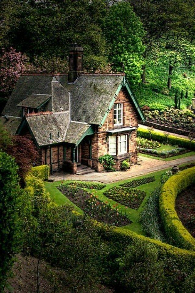 Beautiful House Garden Photo: Princess Street Gardens, Edinburgh, Scotland