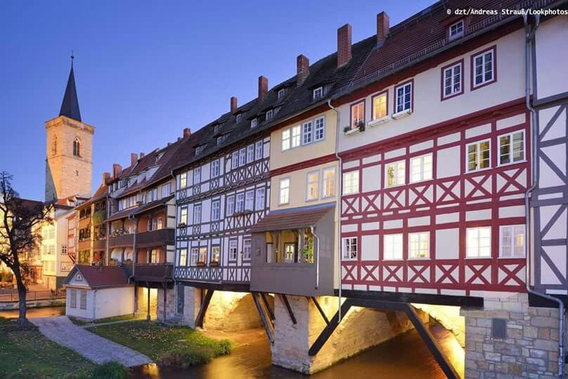 El puente de Krämerbrüke en Erfur/Turingia. Germany...