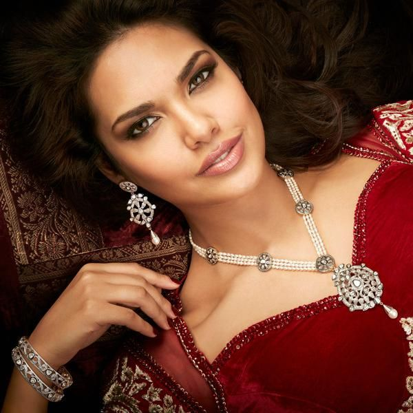 Esha Gupta Big Cleavage Exposed - Gorgeous Celebs