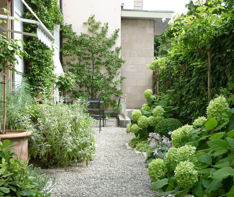 Small Garden With Decked Path And Arbour: Fantastiska Trädgårdar