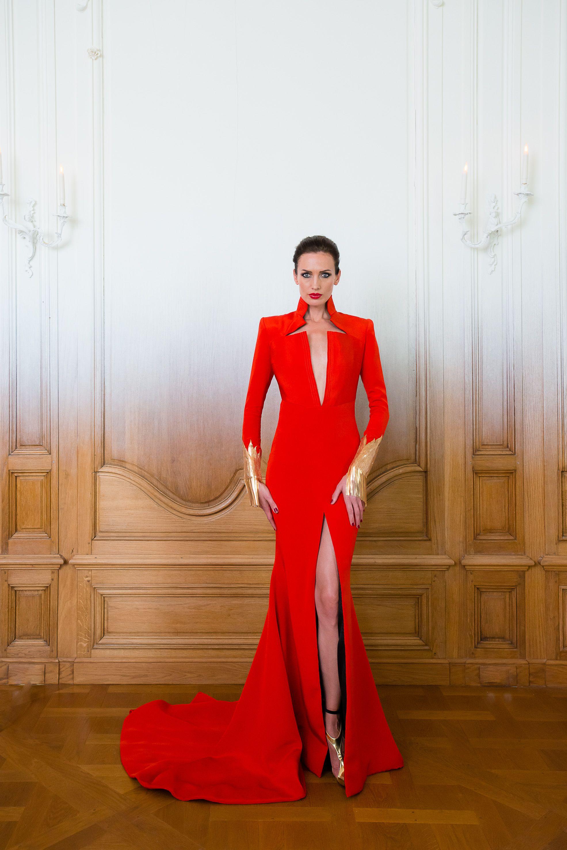 belles chaussures choisir véritable dernière collection Robe longue smoking en crêpe drap rouge brodée de chaines or ...