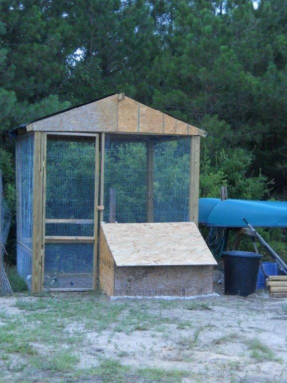 how to build a chicken pen