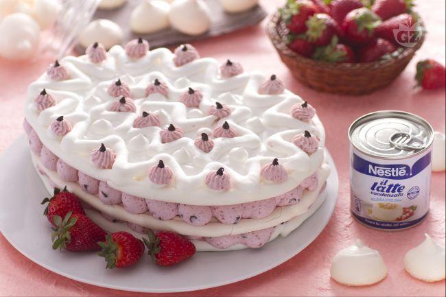 La meringata pasquale con fragole e cioccolato un dolce for Decorazioni torte con fragole e cioccolato