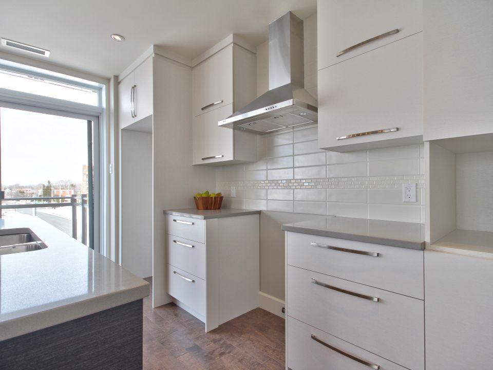 Pingl par les habitations harmonie sur 695 rue du - Peinture pour hotte de cheminee ...