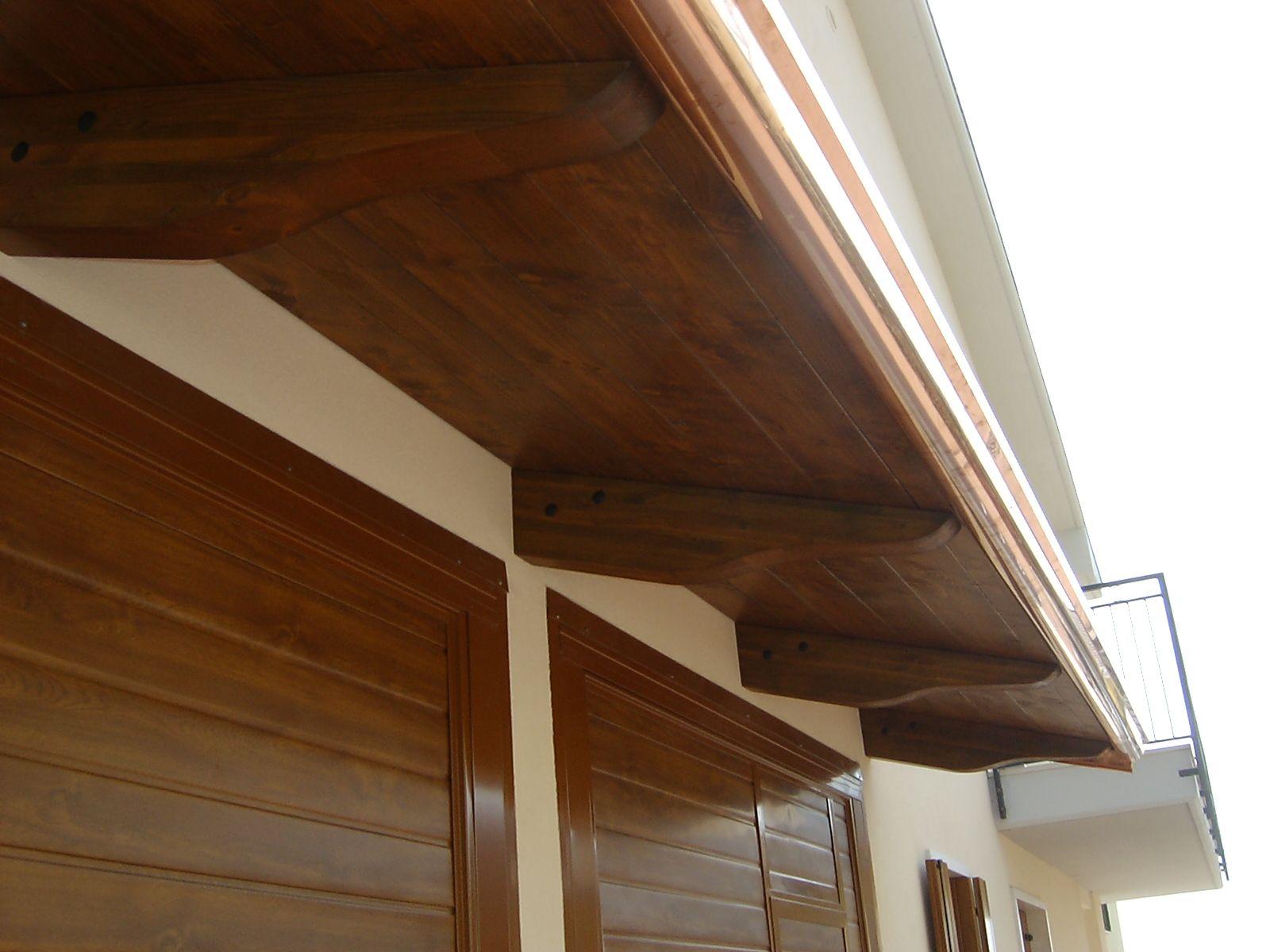 Pensilina in legno lamellare a sbalzo a protezione dei for Tettoie in legno leroy merlin